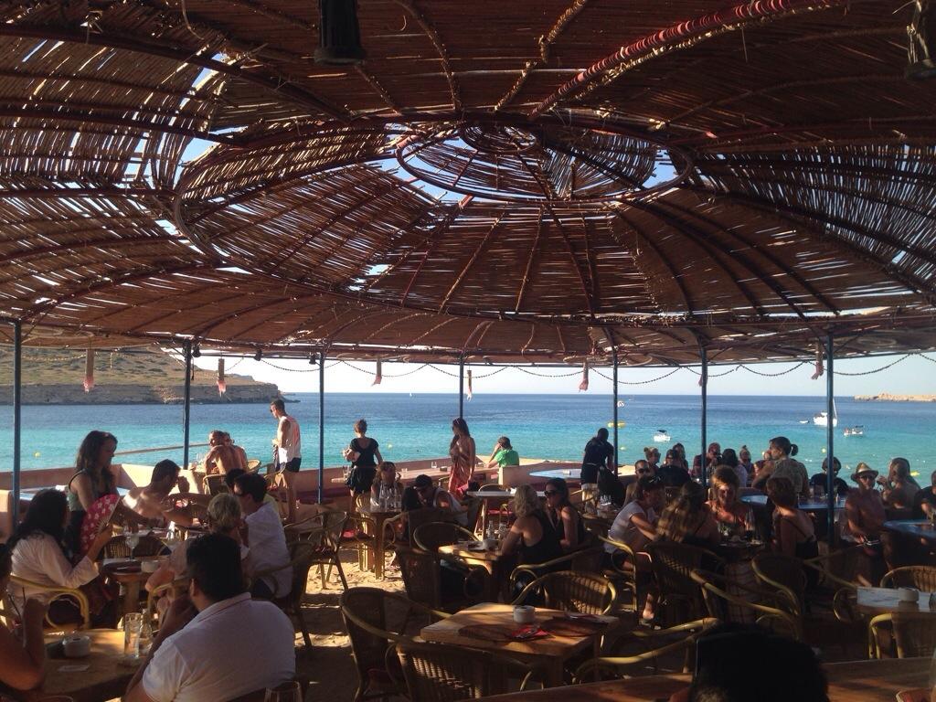Chiringuito sunset ashram at cala conta in ibiza spain for Ibiza ristorante milano